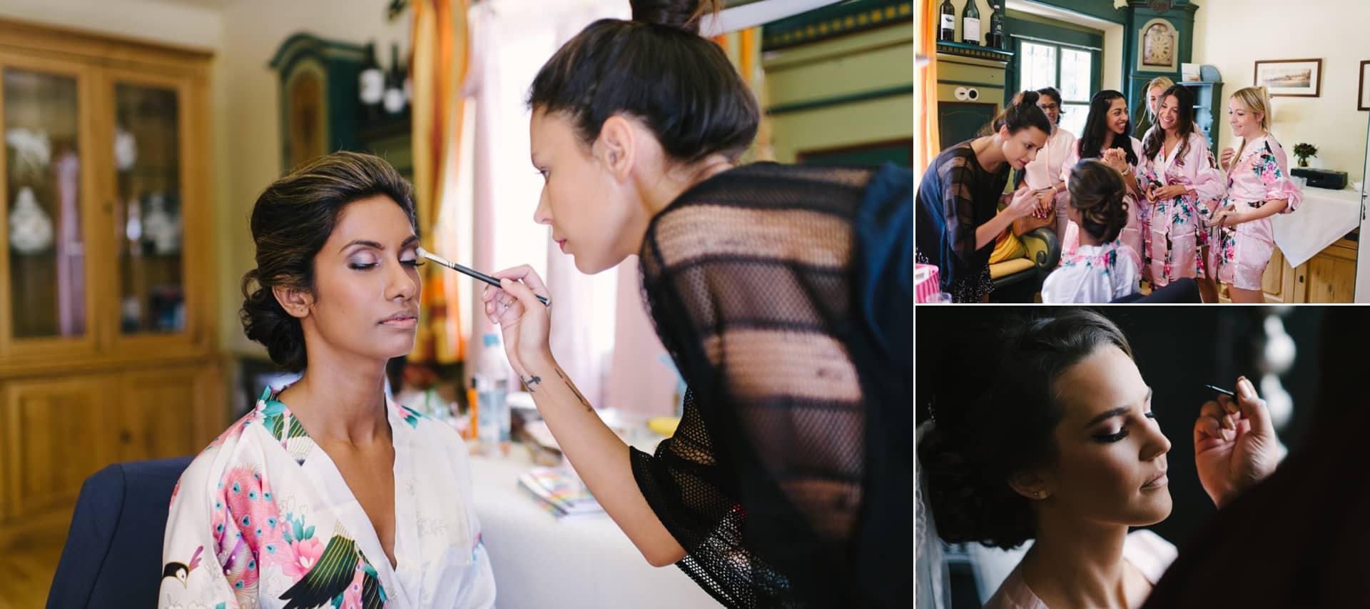 Eine Stylistin schminkt gerade die Braut, das würde ich immer beim Getting Ready empfehlen.